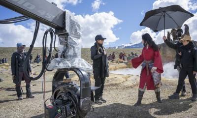 On set with Director Niki Caro and Mulan (Yifei Liu).